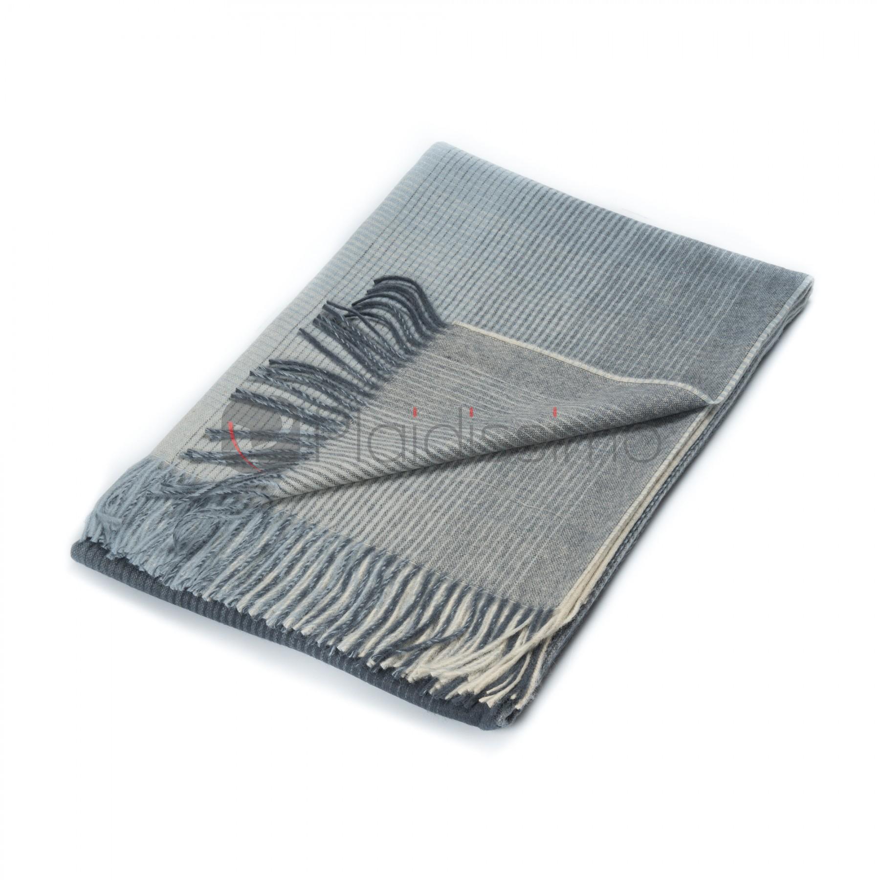 plaid en alpaga laine motif d grad de bleu horizon bleu nuit. Black Bedroom Furniture Sets. Home Design Ideas