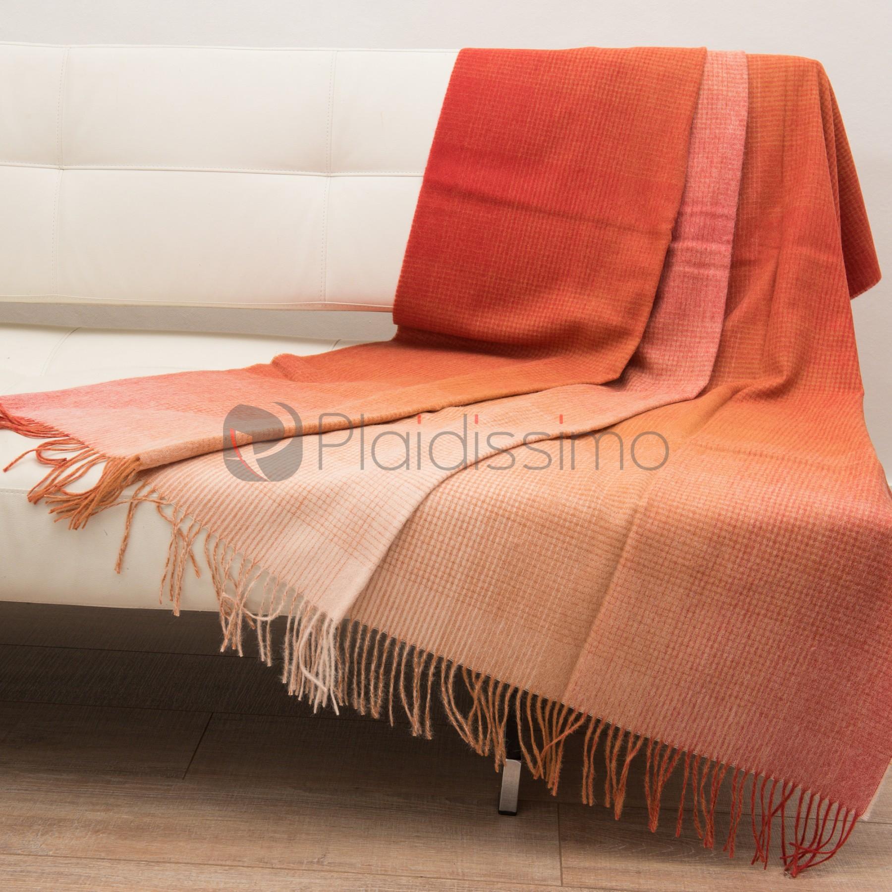 plaid en alpaga laine motif original d grad rouge horizon rouge. Black Bedroom Furniture Sets. Home Design Ideas